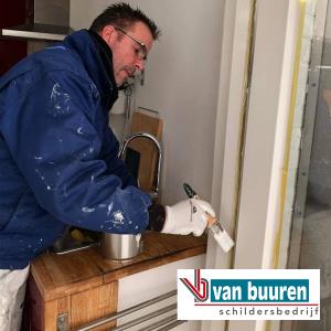 Van Buuren schilderen bovenwoning Amsterdam met Boonstoppel acryl hoogglans RAL 9010 (kozijnen)
