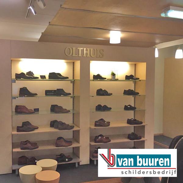 VanBuuren_behang_crocodil-look_Olthuis-schoenen_Epe_VOOR