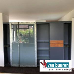 Spuiten keukenkastjes en schilderen ombouw keuken, Den-Bosch