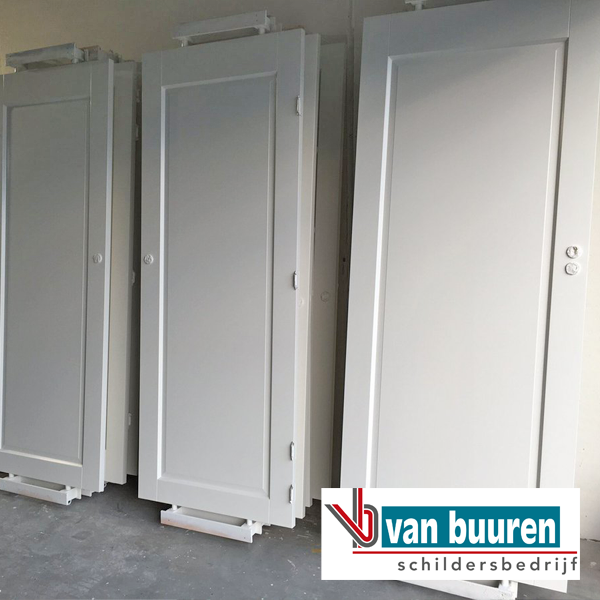 vanbuuren_spuitwerk_binnen_deuren_villa_harderwijk_spuiterij