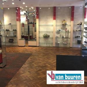 behangen bij Kaptein luxe schoenen & lederwaren te Heemstede